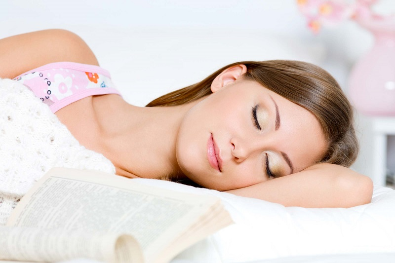 https: img-k.okeinfo.net content 2018 11 22 611 1981445 girls-ini-7-akibatnya-jika-kamu-malas-bersihkan-make-up-sebelum-tidur-x8Jqki5Irt.jpg