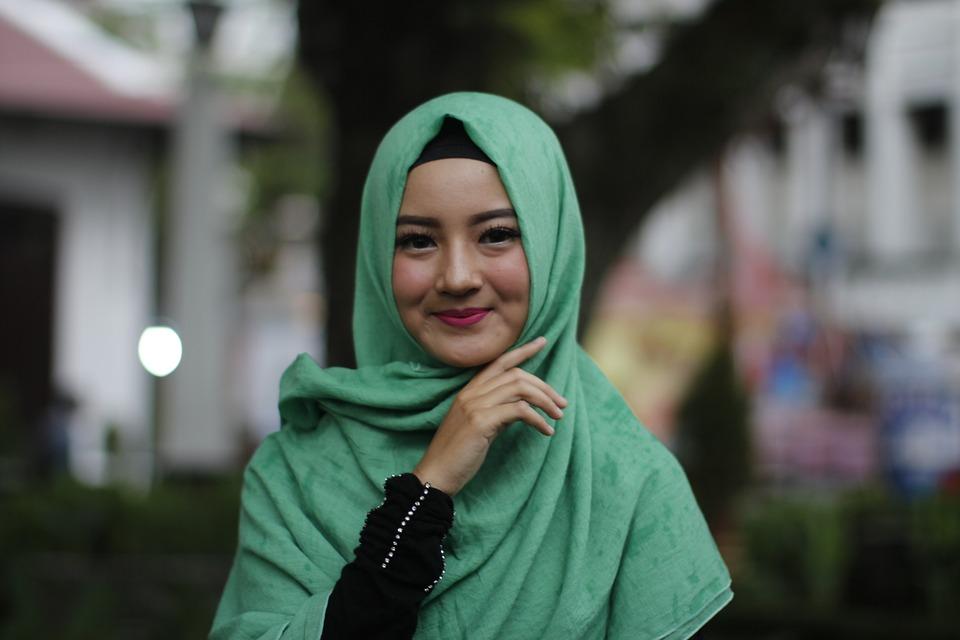 https: img-k.okeinfo.net content 2018 11 23 194 1981783 intip-tutorial-hijab-untuk-kamu-yang-ingin-bergaya-syar-i-CuE4TqeWi9.jpg