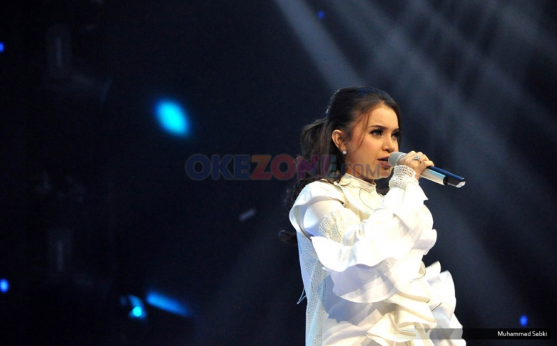 https: img-k.okeinfo.net content 2018 11 24 33 1982117 absen-di-indonesian-idol-junior-melly-goeslaw-sebut-rossa-sedang-lamaran-5Nz3307TNq.jpg