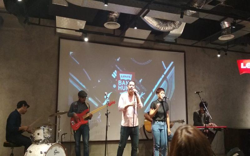 https: img-k.okeinfo.net content 2018 11 26 205 1983038 grup-musik-delika-jadi-pemenang-dalam-event-levi-s-band-hunt-RyuxJFeoSW.jpg