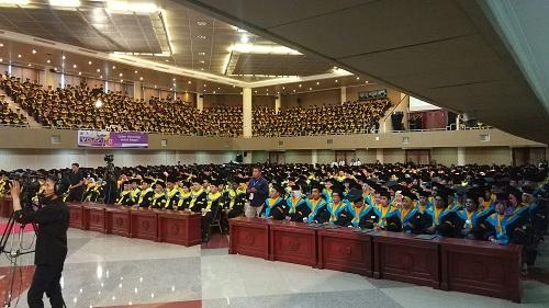 https: img-k.okeinfo.net content 2018 11 27 65 1983447 universitas-terbuka-pamulang-wisuda-2-100-mahasiswa-ini-3-lulusan-terbaiknya-Q6thahSpWC.jpg