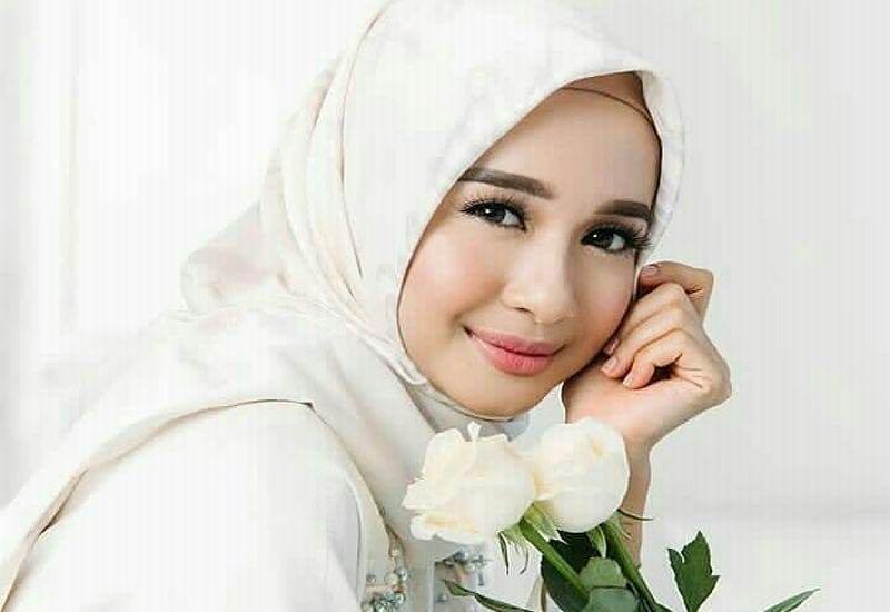 https: img-k.okeinfo.net content 2018 12 01 194 1985368 laudya-cynthia-bella-bakal-tampilkan-busana-muslim-di-london-modest-fashion-week-63qd7Yglz8.jpg