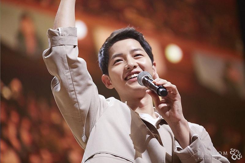 https: img-k.okeinfo.net content 2018 12 03 205 1986153 song-joong-ki-ditunjuk-jadi-host-mama-2018-di-hong-kong-Gia3sBRcb0.jpg