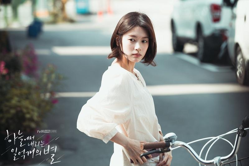 https: img-k.okeinfo.net content 2018 12 03 206 1986314 jung-so-min-dan-junho-2pm-berpotensi-reuni-dalam-film-gibang-bachelor-YFfm9Y990D.jpg