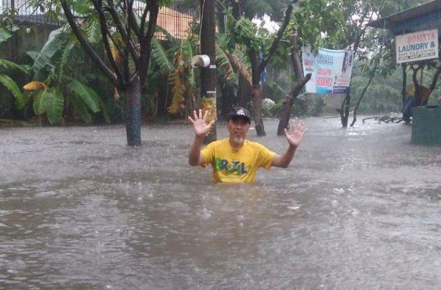 https: img-k.okeinfo.net content 2018 12 03 338 1986249 baru-hujan-sebentar-sejumlah-daerah-di-jakarta-kebanjiran-hingga-1-meter-TyJfwFkEUB.jpg