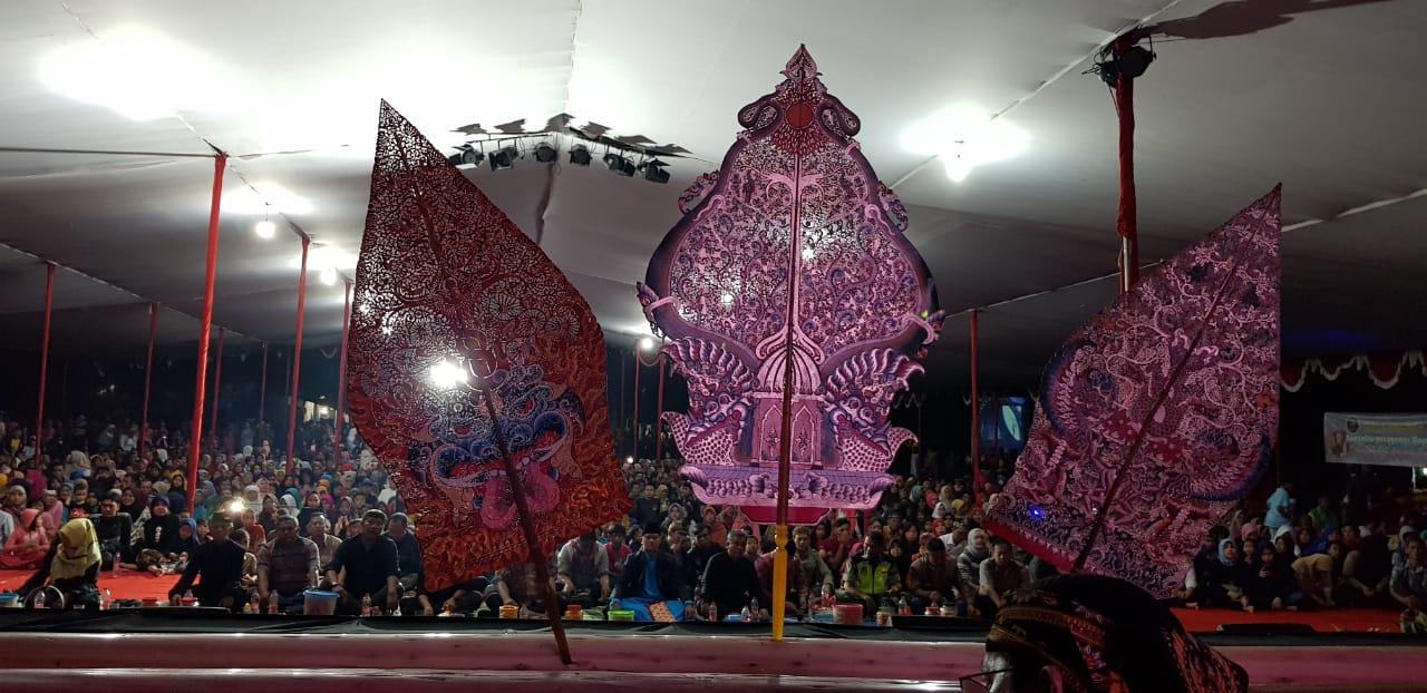 https: img-k.okeinfo.net content 2018 12 03 406 1986139 lewat-lakon-aji-narantaka-wayang-ajen-bikin-semarak-tasikmalaya-w3OBfl6Y83.jpg