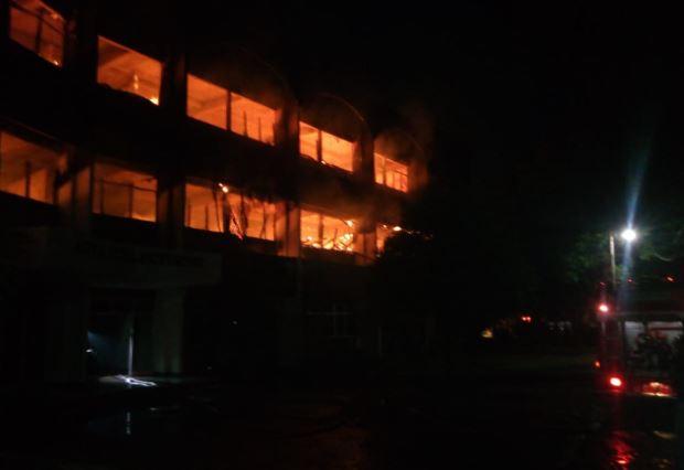 https: img-k.okeinfo.net content 2018 12 03 519 1986402 kronologi-terbakarnya-gedung-fakultas-fkip-undar-jombang-RZUsuYR9Q0.JPG