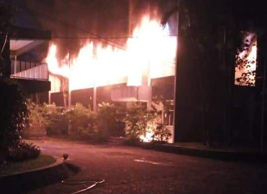 https: img-k.okeinfo.net content 2018 12 03 519 1986408 polisi-periksa-2-mahasiswa-saksi-kebakaran-di-kampus-undar-Xi5SbfEuhm.JPG