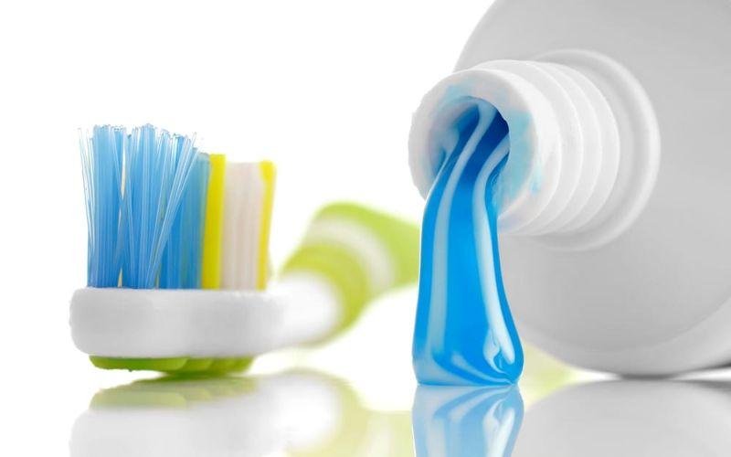 https: img-k.okeinfo.net content 2018 12 03 611 1986235 mengencangkan-payudara-dengan-pasta-gigi-ini-peringatan-dari-dokter-kulit-hTier0fctV.jpg