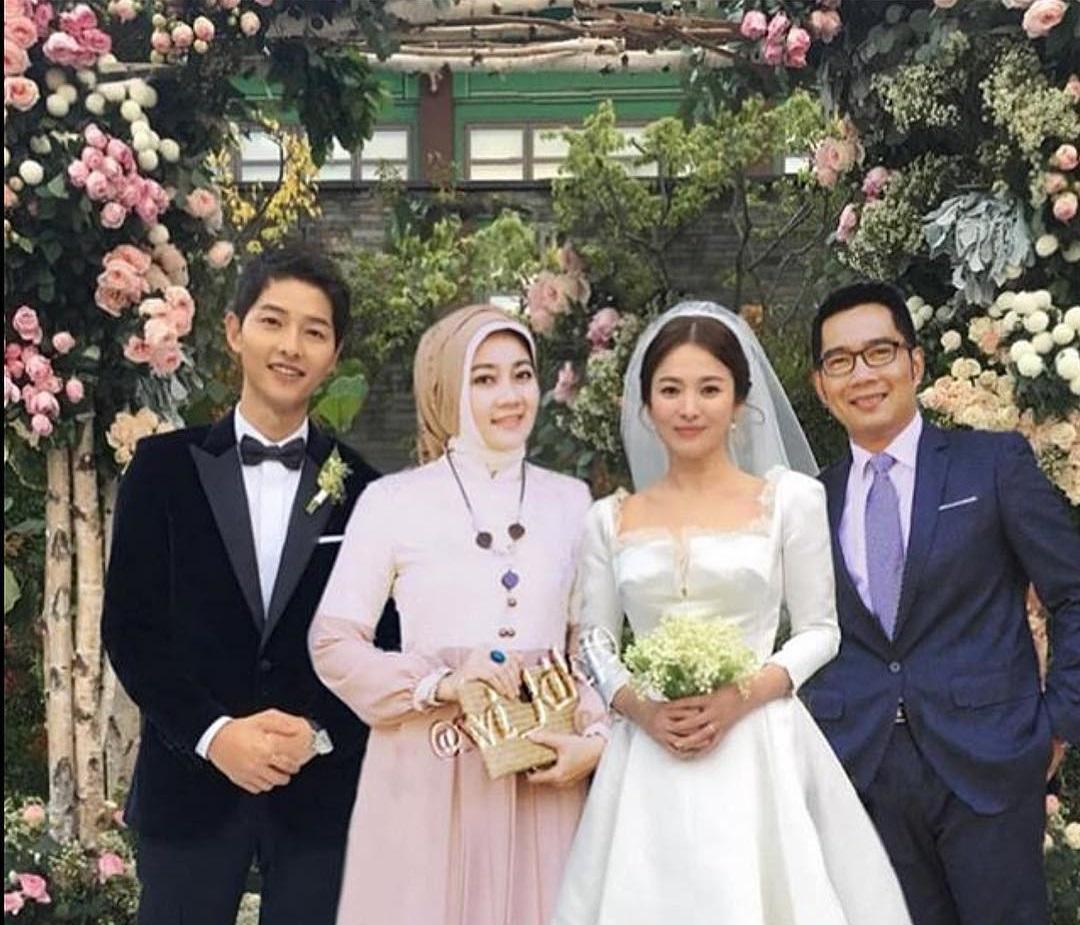 https: img-k.okeinfo.net content 2018 12 06 196 1987681 ridwan-kamil-kondangan-ke-pernikahan-song-song-couple-bikin-ngakak-virtual-fcXR06uA8j.jpg