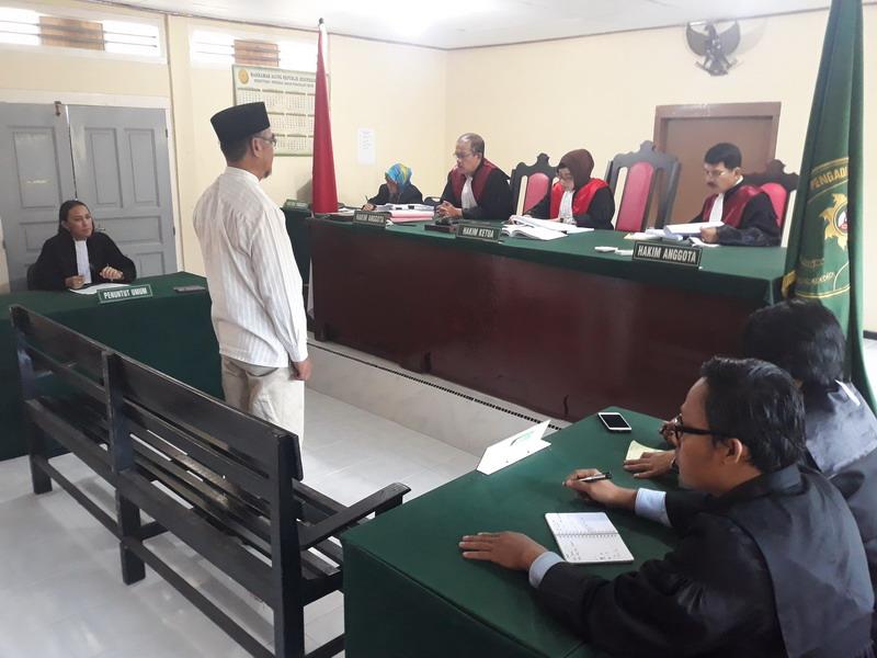 https: img-k.okeinfo.net content 2018 12 06 340 1987426 mantan-kadis-dan-bendahara-dinsos-kabupaten-karimun-terbukti-korupsi-rp3-1-miliar-av8fmAn4wX.jpg