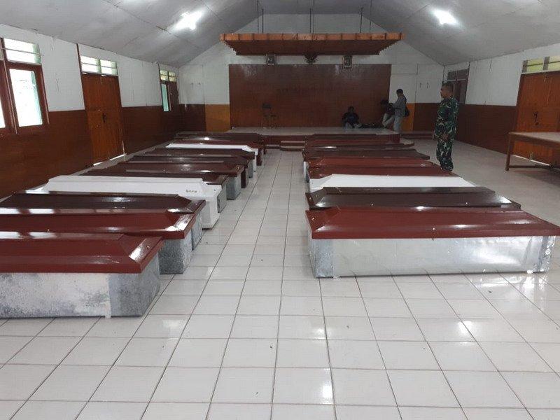 https: img-k.okeinfo.net content 2018 12 06 340 1987514 15-jenazah-korban-kkb-dievakuasi-dari-nduga-ke-timika-xL3sDEaBcp.jpg