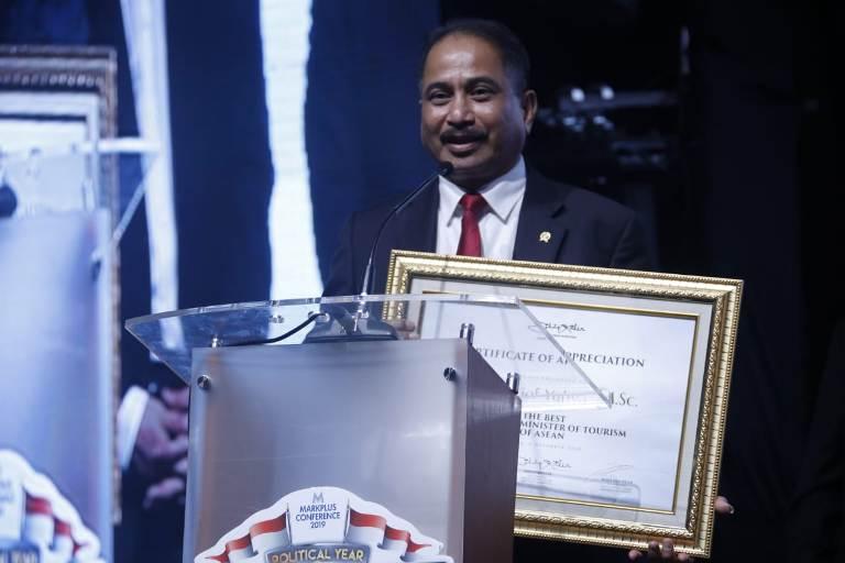 https: img-k.okeinfo.net content 2018 12 07 1 1988086 arief-yahya-raih-penghargaan-the-best-marketing-minister-of-tourism-of-asean-J4lTsbqytX.jpeg