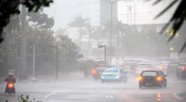 https: img-k.okeinfo.net content 2018 12 07 338 1988140 waspada-hujan-angin-disertai-petir-landa-jabodetabek-sore-ini-kxuRI7hRap.jpg