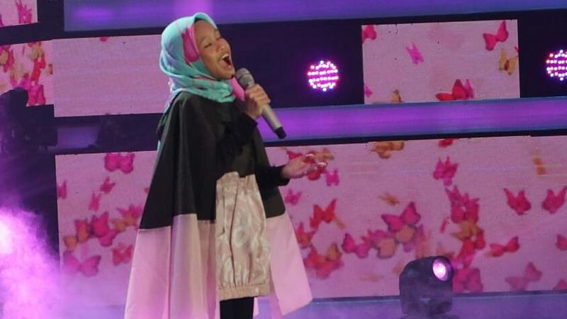 https: img-k.okeinfo.net content 2018 12 07 598 1988243 nyanyi-lagu-syahrini-raisya-dapat-kritik-dari-juri-di-indonesian-idol-junior-2018-OHm7vs4git.jpg