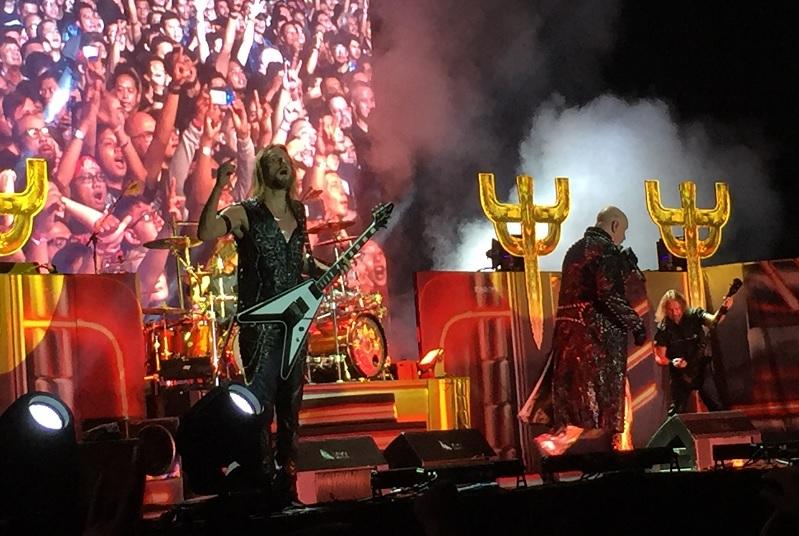 https: img-k.okeinfo.net content 2018 12 08 205 1988561 senang-lihat-antusiasme-metalhead-judas-priest-tambah-durasi-konser-di-indonesia-83FinX1Fun.jpg