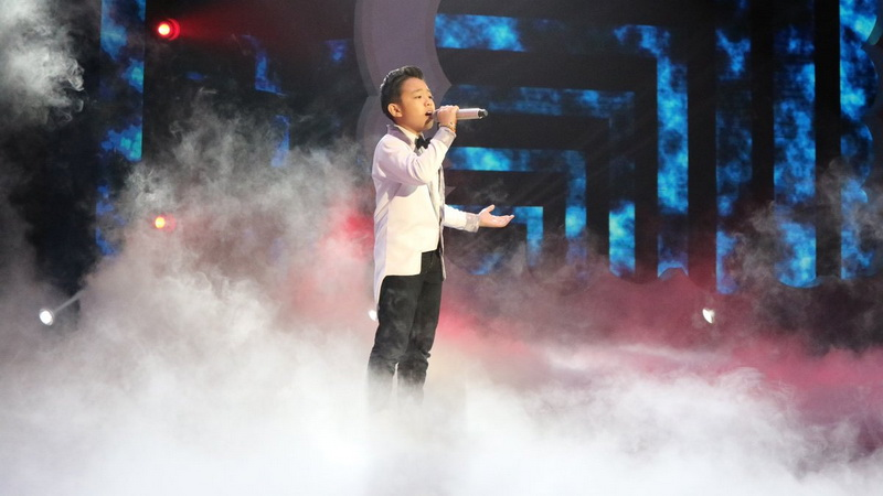 https: img-k.okeinfo.net content 2018 12 14 598 1991331 nyanyikan-lagu-loren-allred-deven-banjir-pujian-dari-juri-indonesian-idol-junior-RTZtp0cw2C.jpg
