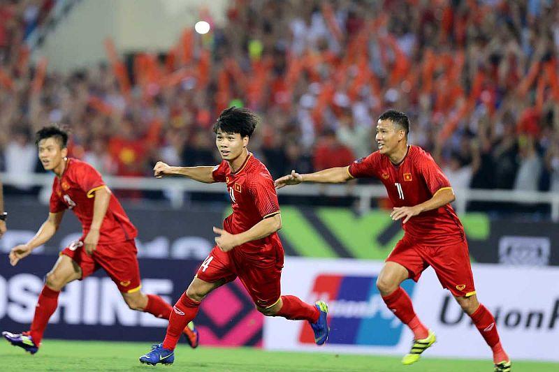 https: img-k.okeinfo.net content 2018 12 15 51 1991829 gol-cepat-nguyen-anh-duc-bawa-vietnam-unggul-1-0-atas-malaysia-di-babak-pertama-hlxwsYywJB.jpg