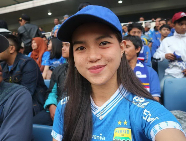 https: img-k.okeinfo.net content 2018 12 17 49 1992426 harapan-bobotoh-cantik-untuk-persib-di-kratingdaeng-piala-indonesia-2018-6rjbfXqjqn.jpg