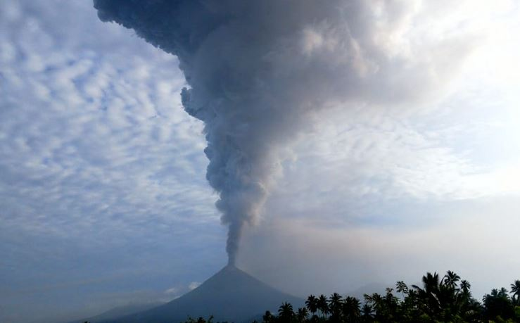 https: img-k.okeinfo.net content 2018 12 18 337 1993087 20-gunung-api-berstatus-di-atas-normal-wisatawan-diminta-waspada-353yZOe0hp.JPG