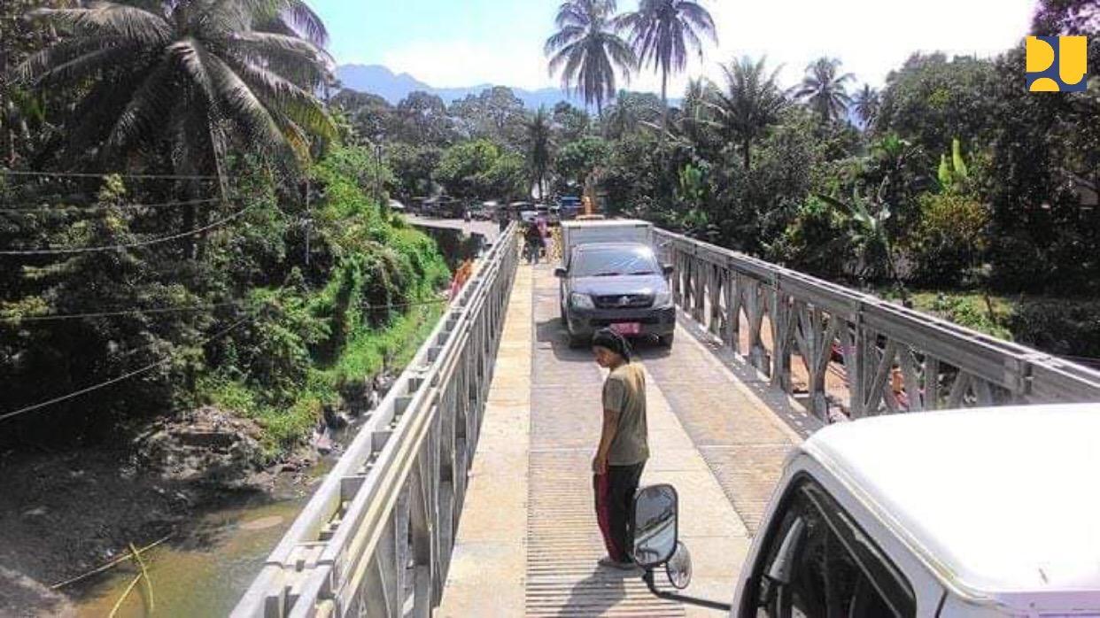 https: img-k.okeinfo.net content 2018 12 18 470 1992790 jembatan-darurat-padang-bukittinggi-sudah-bisa-dilalui-satu-jalur-6nbkhw23Ck.jpeg