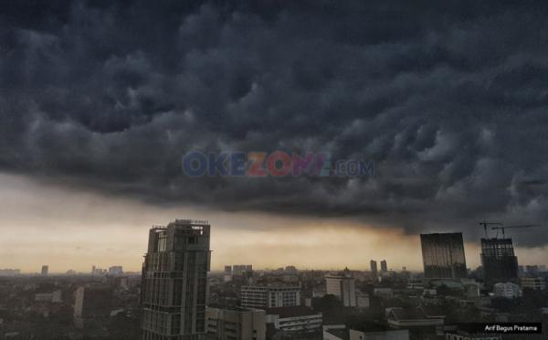 https: img-k.okeinfo.net content 2018 12 19 338 1993473 jelang-sore-waspadai-hujan-lebat-guyur-jabodetabek-Hzxc134qmW.jpg