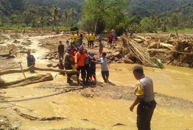 https: img-k.okeinfo.net content 2018 12 20 608 1993960 banjir-bandang-di-dairi-2-dari-7-korban-hilang-berhasil-ditemukan-8t8CBLYq0P.jpg