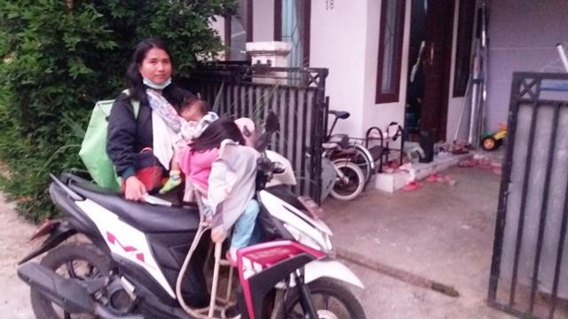 https: img-k.okeinfo.net content 2018 12 23 196 1995070 pekerja-keras-ini-3-ibu-strong-kisahnya-menginspirasi-Dflk7khLAr.jpg