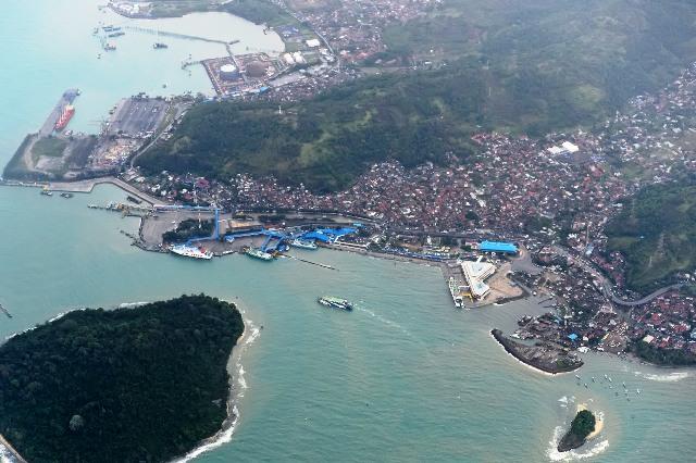 https: img-k.okeinfo.net content 2018 12 24 340 1995441 basarnas-catat-ada-334-orang-meninggal-akibat-tsunami-selat-sunda-XP7X8XOWcv.jpg