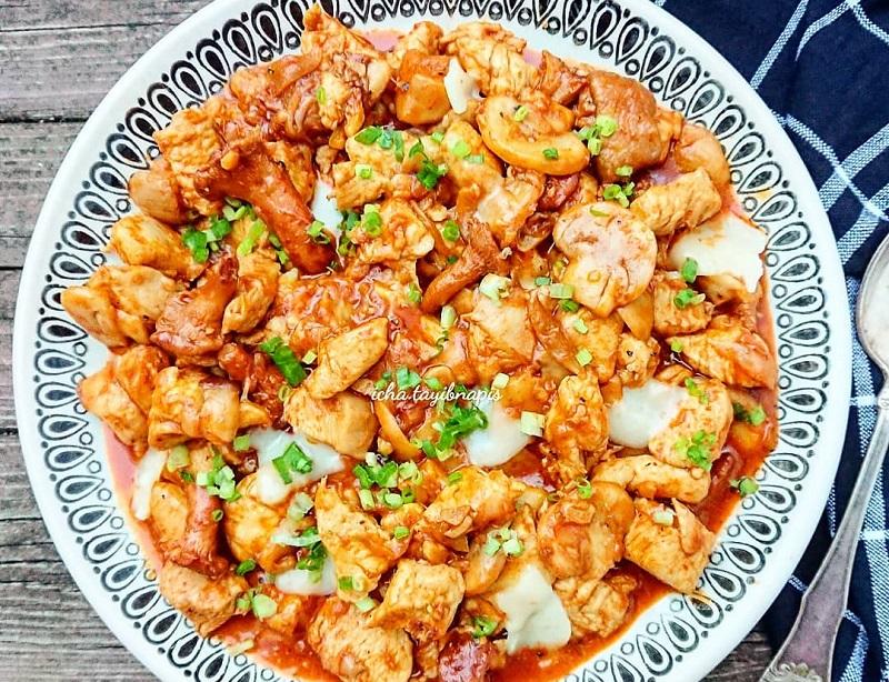 https: img-k.okeinfo.net content 2018 12 25 298 1995702 sajian-spesial-natal-lezatnya-mushroom-mozarella-chicken-dan-crunchy-chicken-fritters-MjG36gxj5E.jpg