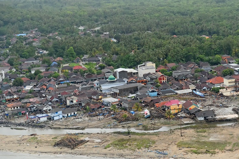 https: img-k.okeinfo.net content 2018 12 27 406 1996734 dampak-tsunami-banyak-wisatawan-batalkan-pesanan-hotel-di-anyer-E0fCIHwCyD.jpg