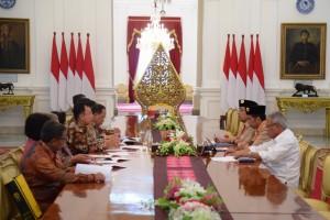 https: img-k.okeinfo.net content 2018 12 27 65 1996722 rektor-ui-lapor-progres-pembangunan-rs-universitas-indonesia-ke-presiden-jokowi-NCJEiYqsjw.jpg