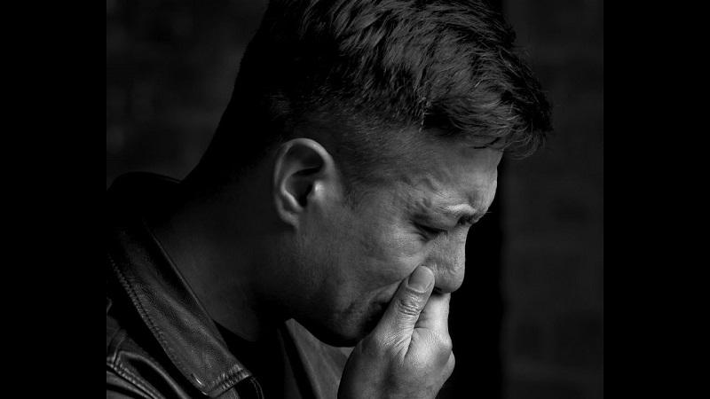 https: img-k.okeinfo.net content 2018 12 28 481 1997090 kejadian-langka-pria-ini-menangis-darah-tanda-penyakit-apa-WqnHRBxohq.jpg