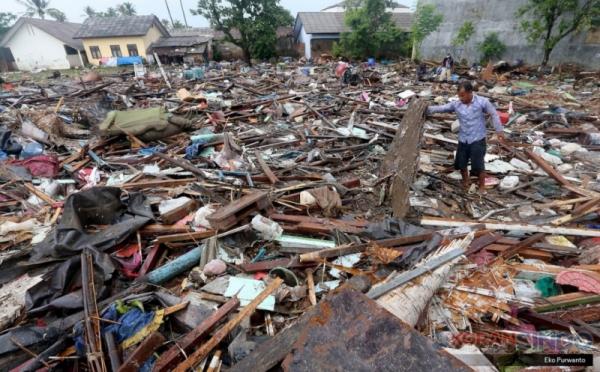 https: img-k.okeinfo.net content 2018 12 31 340 1998264 pemprov-sumbar-kirim-700-kg-rendang-untuk-korban-tsunami-banten-CDBCykNoB0.jpg