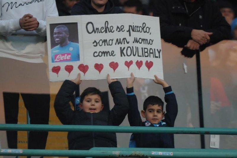 https: img-k.okeinfo.net content 2018 12 31 47 1997936 koulibaly-terkesima-dapat-dukungan-dari-fans-napoli-m90aEcWxL7.jpg