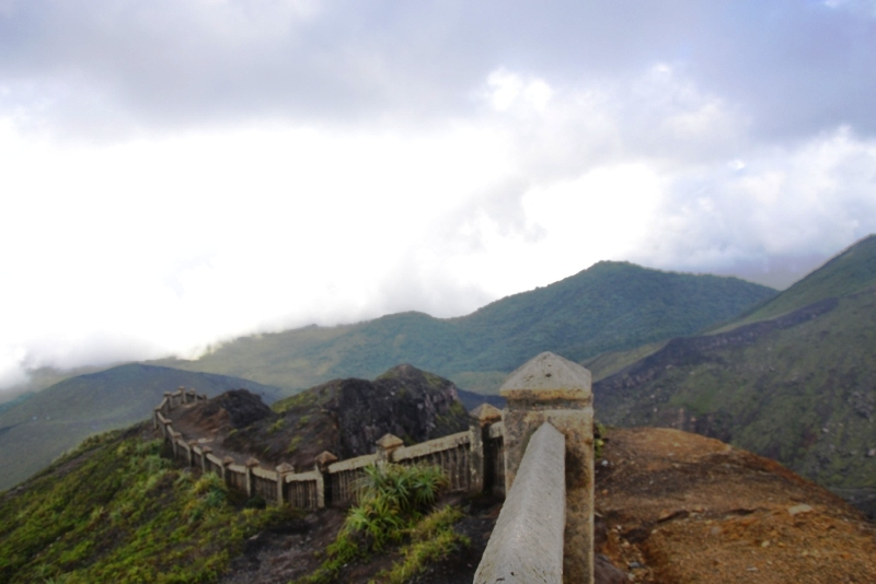 https: img-k.okeinfo.net content 2019 01 01 406 1998570 rayakan-tahun-baru-2019-ratusan-pendaki-padati-gunung-bukit-kaba-e3Z3DFm7nK.jpg