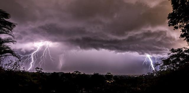 https: img-k.okeinfo.net content 2019 01 02 525 1999049 hujan-disertai-petir-berpotensi-guyur-jabar-hingga-malam-nanti-FDBh8rUi8F.jpg