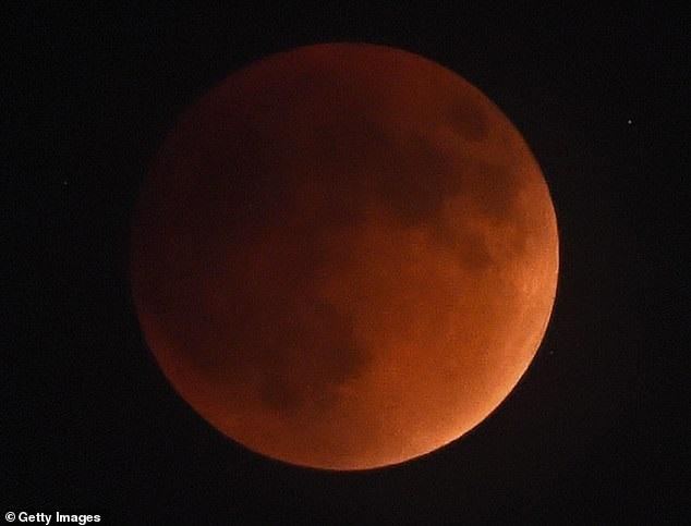 https: img-k.okeinfo.net content 2019 01 02 56 1998850 blood-wolf-moon-terlihat-di-langit-akhir-januari-2019-oWVrLkRkuy.jpg