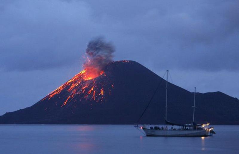 https: img-k.okeinfo.net content 2019 01 03 337 1999581 badan-geologi-esdm-4-5-juta-orang-terancam-letusan-gunung-api-XWqo9DttMA.jpg