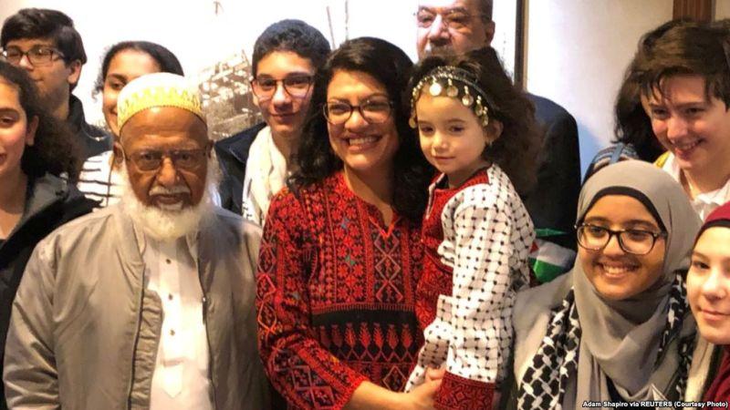 https: img-k.okeinfo.net content 2019 01 04 18 1999736 gunakan-gaun-tradisional-palestina-wanita-muslim-pertama-di-kongres-as-disumpah-HQgtrV4Qbo.jpg