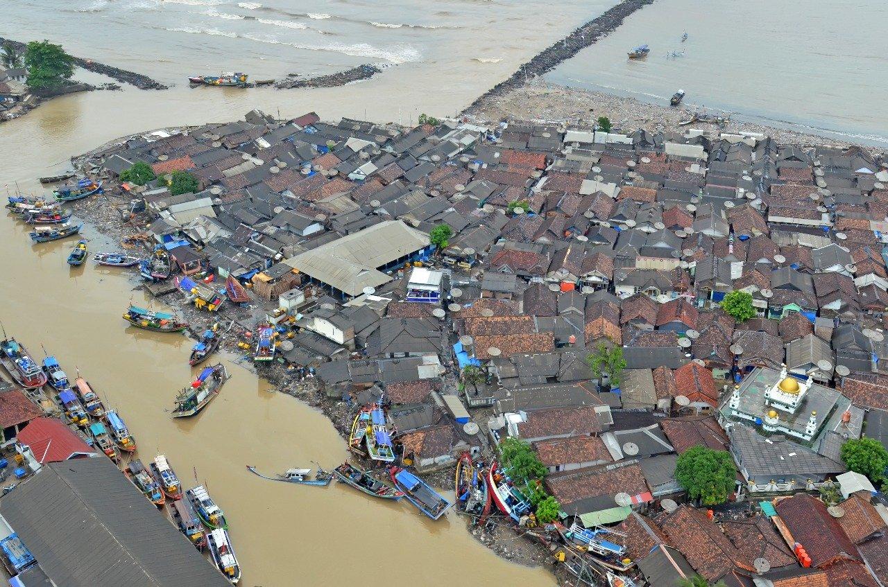 https: img-k.okeinfo.net content 2019 01 05 337 2000465 pasca-tsunami-pandeglang-masuk-transisi-dan-lampung-selatan-perpanjang-masa-tanggap-darurat-cN8rotRNKi.jpg