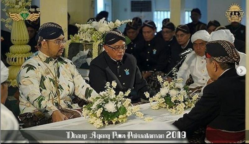 https: img-k.okeinfo.net content 2019 01 05 406 2000308 pernikahan-kusumo-bimantoro-maya-lakshita-kental-budaya-jawa-tradisi-kuno-jadi-kejutan-sjGR8IP7nl.jpg