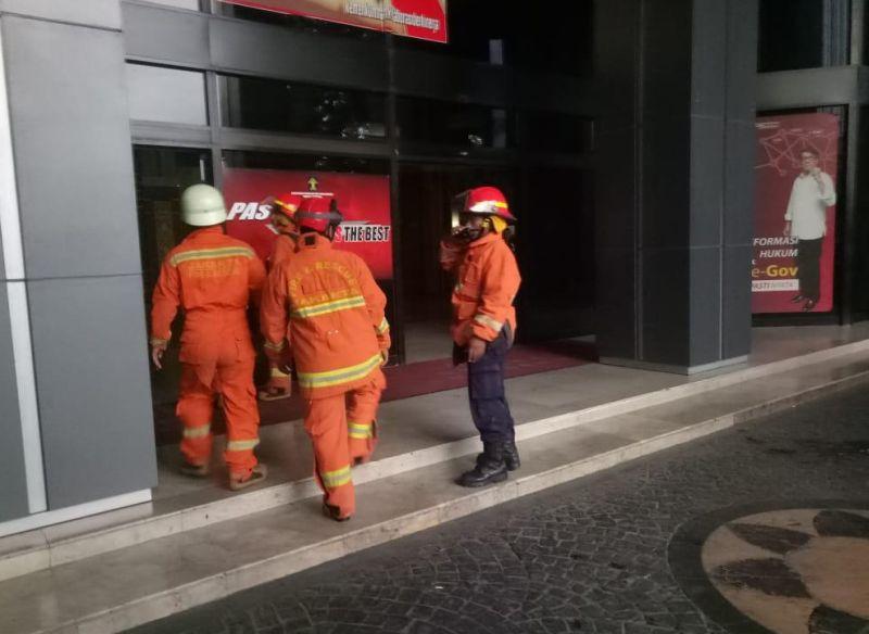 https: img-k.okeinfo.net content 2019 01 08 338 2001329 3-lantai-gedung-kemenkumham-kebakaran-20-unit-damkar-diterjunkan-xi7n3toXkv.jpg