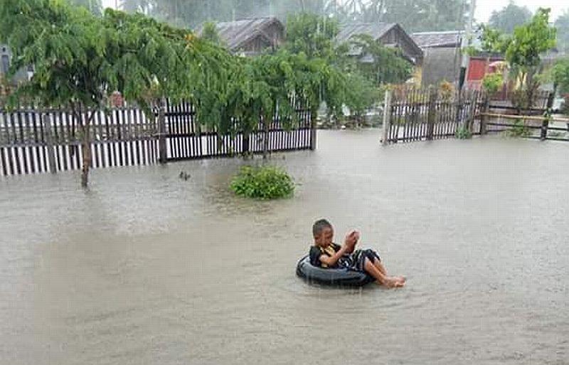 https: img-k.okeinfo.net content 2019 01 08 340 2001755 643-rumah-di-bolaang-mongondow-utara-terendam-banjir-hingga-1-meter-vWIbNXRUHr.jpg