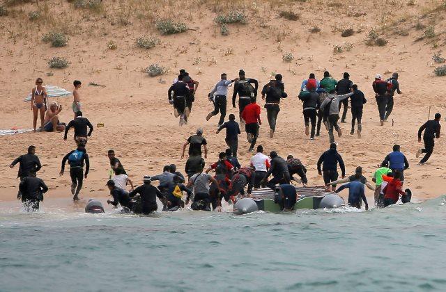 https: img-k.okeinfo.net content 2019 01 09 18 2002273 polisi-spanyol-tangkap-para-penyelundup-migran-ilegal-Sdp0mMt9Pk.jpeg