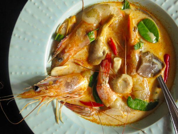 https: img-k.okeinfo.net content 2019 01 09 298 2001904 thai-food-bikin-makan-siang-makin-nendang-bikin-tom-yam-yuk-24csmvLM34.jpg