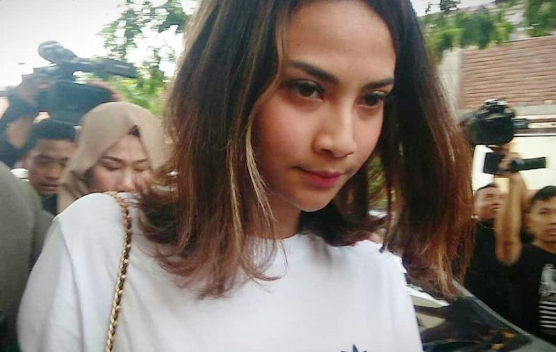 https: img-k.okeinfo.net content 2019 01 09 519 2001920 polisi-jerat-2-muncikari-prostitusi-online-vanessa-angel-dengan-pasal-berlapis-CyrdXH3Jc5.jpg