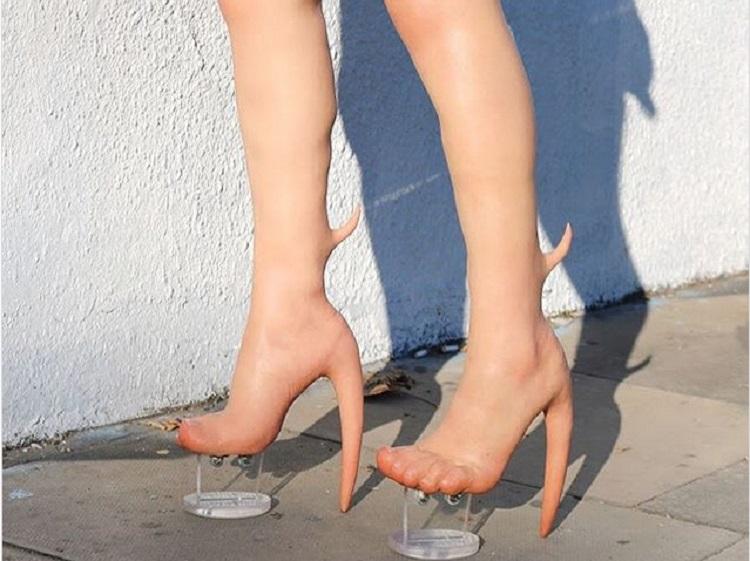 https: img-k.okeinfo.net content 2019 01 10 196 2002686 sepatu-kaki-alien-ini-dibanderol-rp140-juta-bentuknya-seram-banget-z30OSZ5BDT.jpg