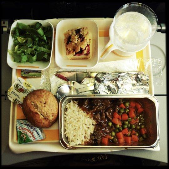 https: img-k.okeinfo.net content 2019 01 10 298 2002607 united-airlines-luncurkan-buku-resep-khusus-untuk-membuat-hidangan-lezat-di-atas-pesawat-ald0ueMA7N.jpg