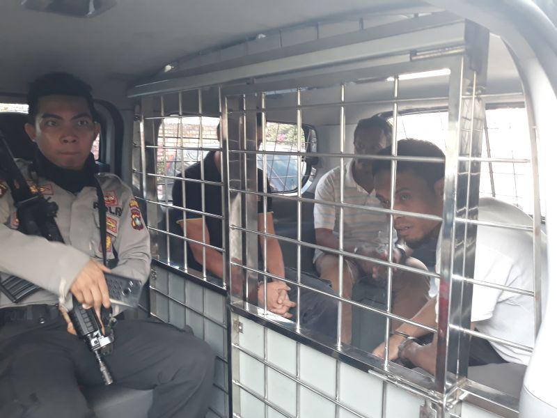 https: img-k.okeinfo.net content 2019 01 11 340 2002858 bawa-7-2-kg-sabu-dari-malaysia-ke-tanjungpinang-3-kurir-divonis-20-tahun-penjara-EqNq46GYhG.jpg